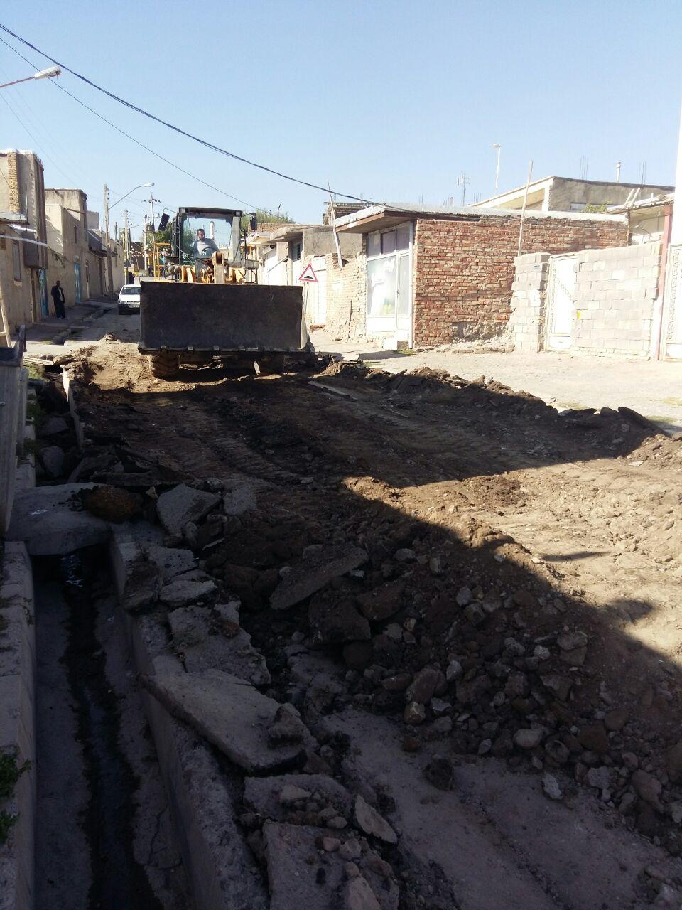 اجرای عملیات زیر سازی و آسفالت خیابان شهید ابراهیمی