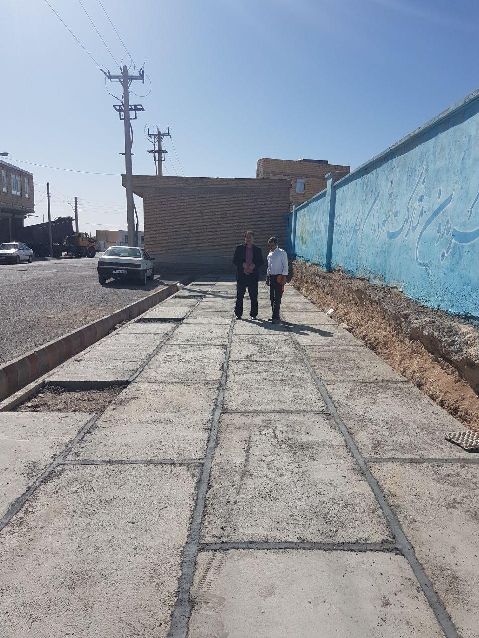 اجرای عملیات ترمیم پیاده روی خیابان فرهنگیان