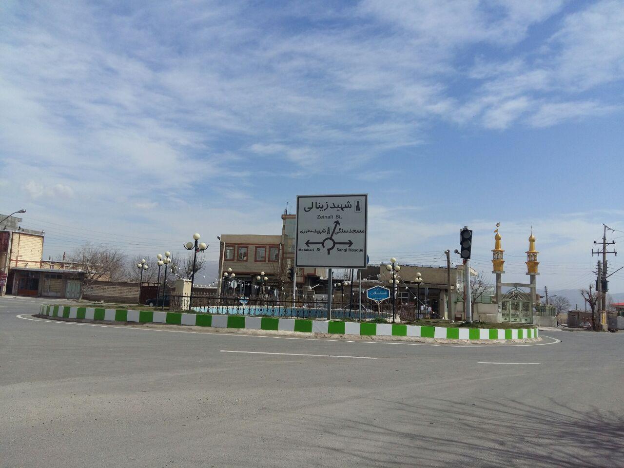 زیبا سازی شهر توسط پرسنل زحمتکش شهرداری جهت استقبال از عید نوروز