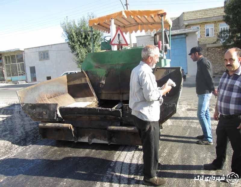 آغاز عملیات قیر پاشی و آسفالت ریزی خیابان آیت الله ملکی