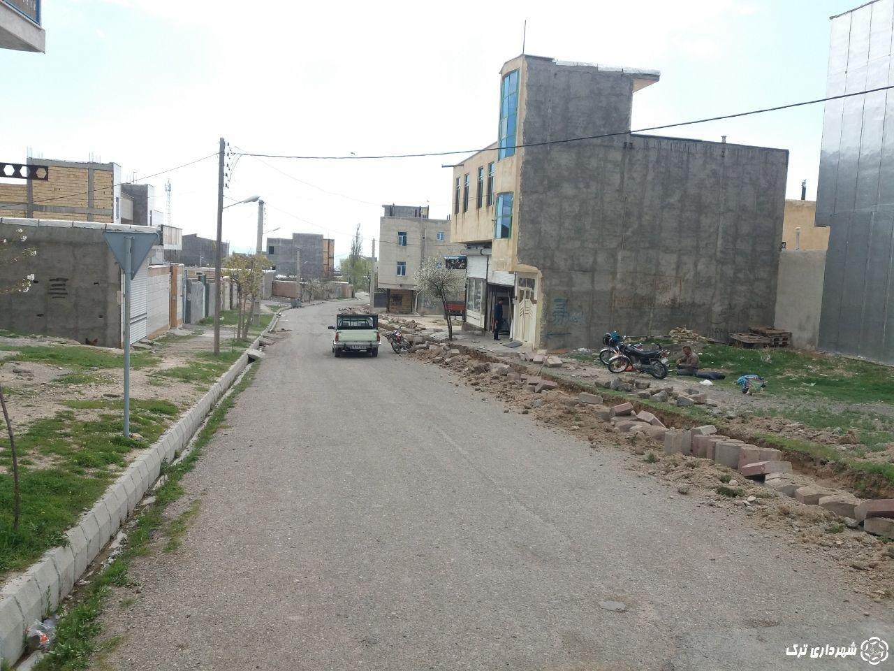 شروع عملیات اصلاح جدول کشی و زیر سازی و آسفالت ریزی خیابان شهید میرعظیمی